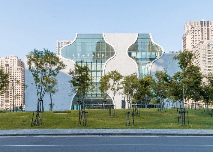 """""""La arquitectura tiene que fundirse con el entorno, no ser un elemento diferenciador"""", Toyo Ito. Obra: Ópera metropolitana de Taichung https://t.co/rUfpwfzopn"""
