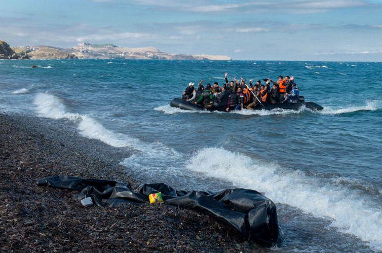 Guarda Costeira resgata mil imigrantes em 48 horas no Mediterrâneo https://t.co/TQqiGe9bNw 📷 Unicef/ Ashley Gilbertson VII