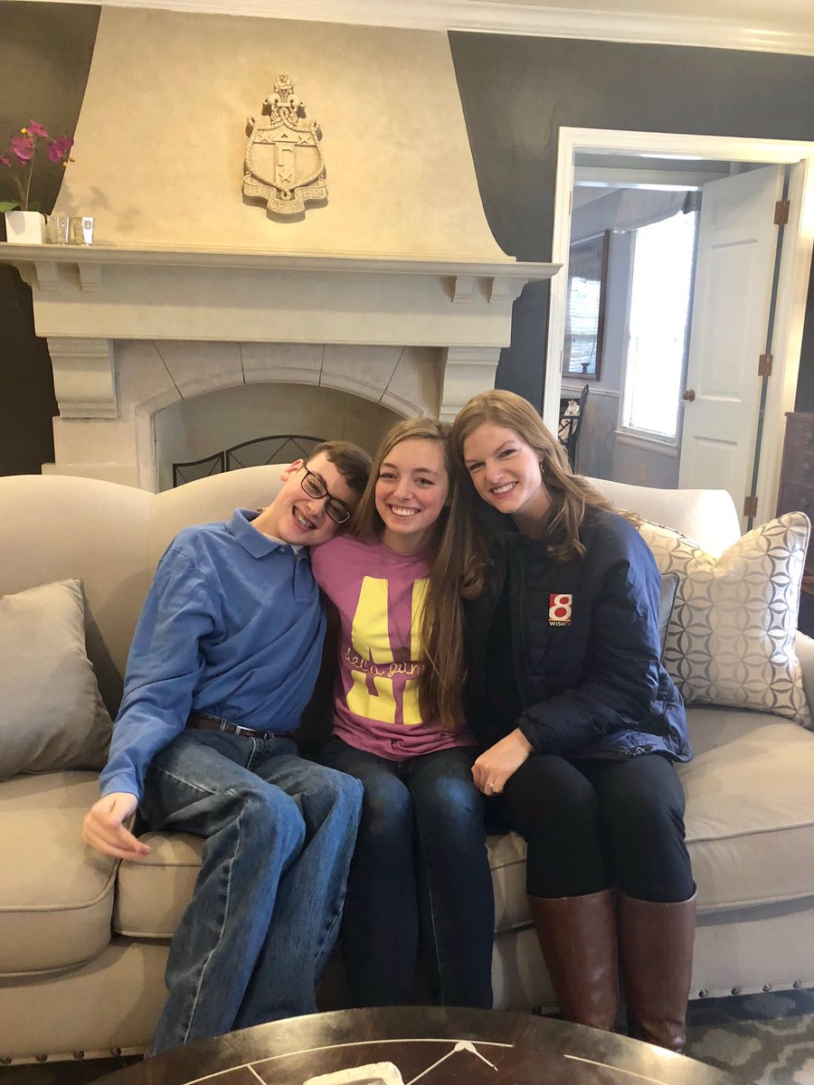 Just had the most entertaining 45 minutes with Michael &amp; Erica. Can&#39;t wait to share the story about their friendship &amp; their very thoughtful promposals tomorrow on #Daybreak8 <br>http://pic.twitter.com/Ygm63X8Jgp