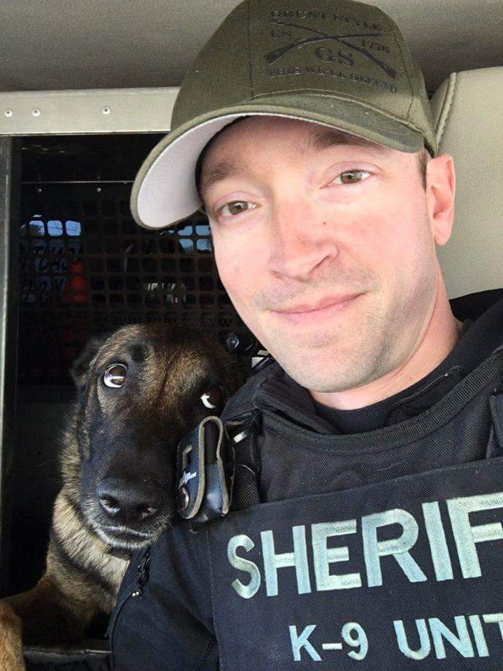 Get you someone who looks at you the way this K-9 looks at his deputy.😍😍     (Photo: Maricopa County Sheriff's Office)