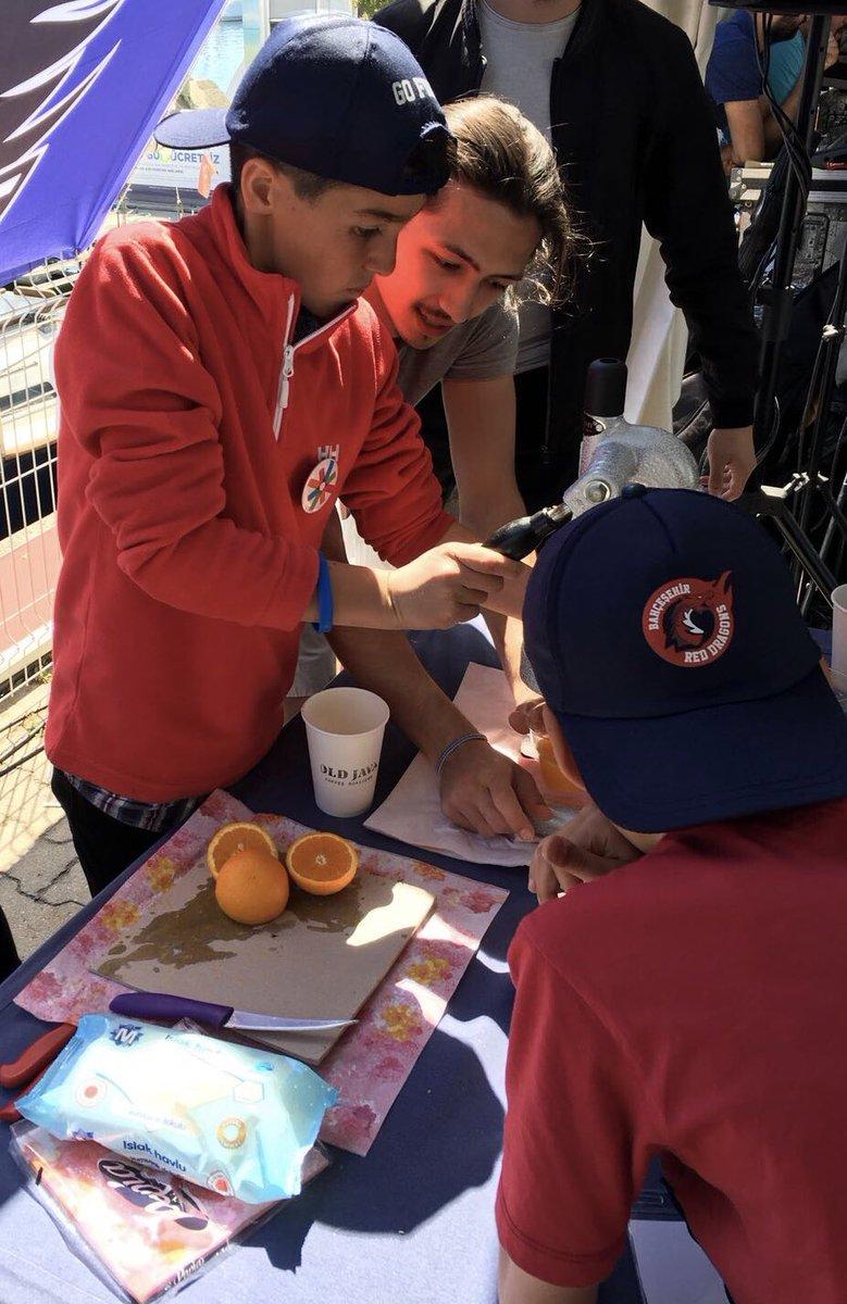 Kulübümüzün yönetim kurulu üyeleriyle 23 Nisan Ulusal Egemenlik ve Çocuk Bayramımımız neticesinde çocuklara buluştuk. Atamızın işaret ettiği şekilde doğru sporcu ve bireyler olmanın gereklerini paylaştığımız küçük dostlarımıza, portakal suyu ikram ettik.