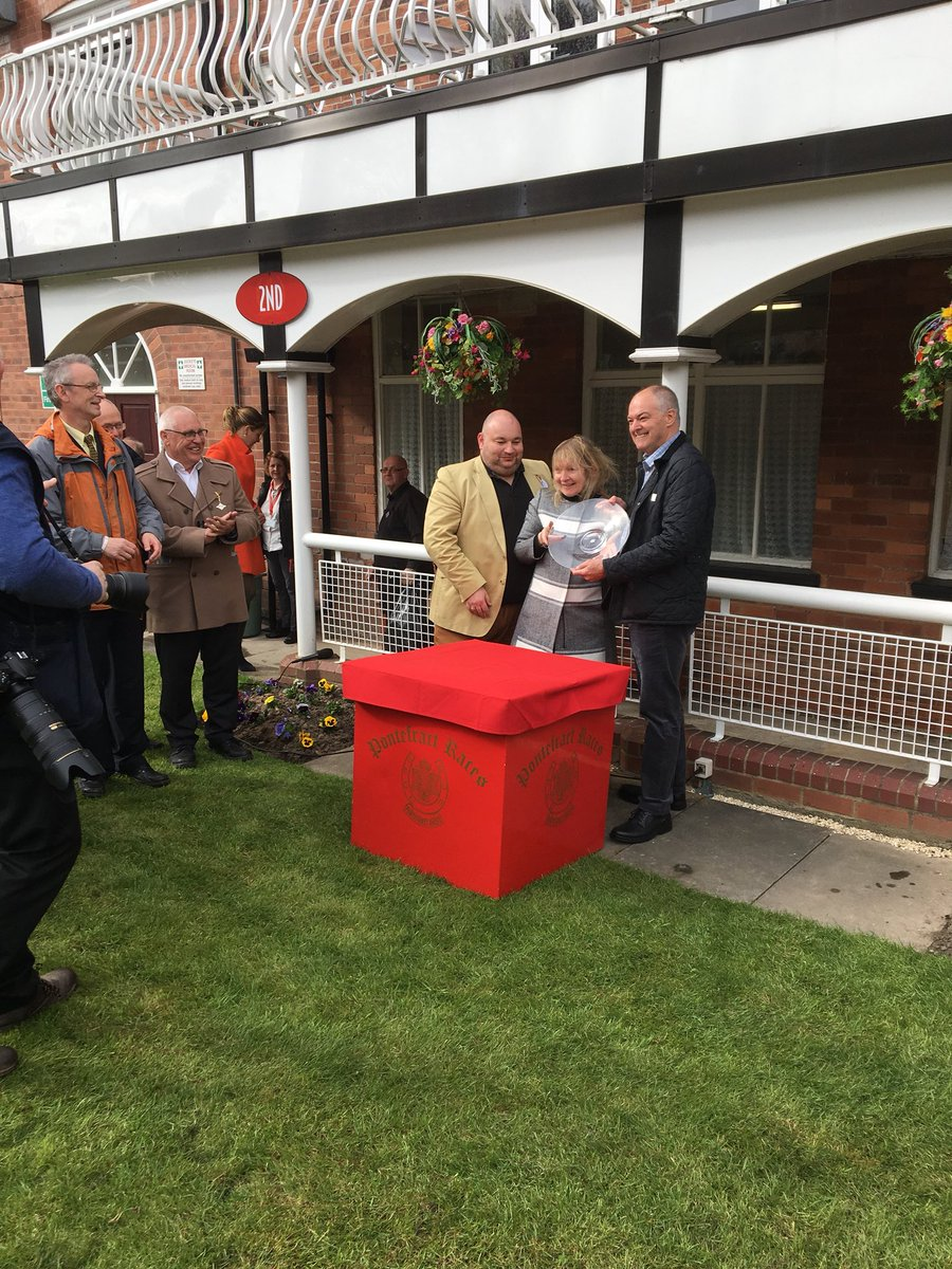 Delighted that Three Saints Bay's first run for new owner Gary Douglas is a winning one! #winners #omeararacing