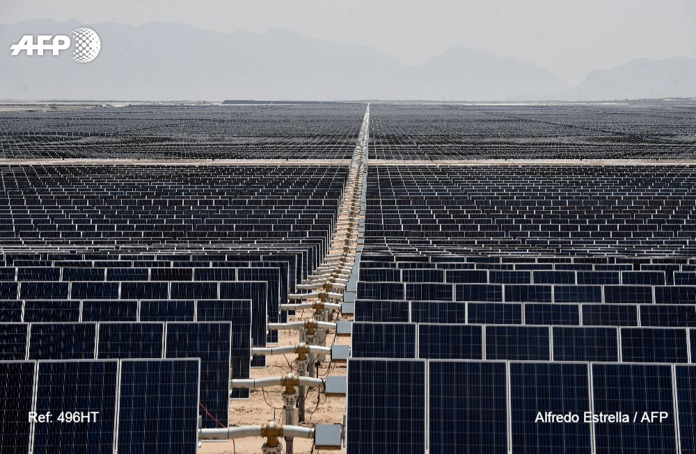 Sea of solar panels turns the Mexican desert green.  @AFPMexico visits the Villanueva power plant -- the largest solar park in Latin America https://t.co/3RWbrqnut3  📷 @estrellafoto