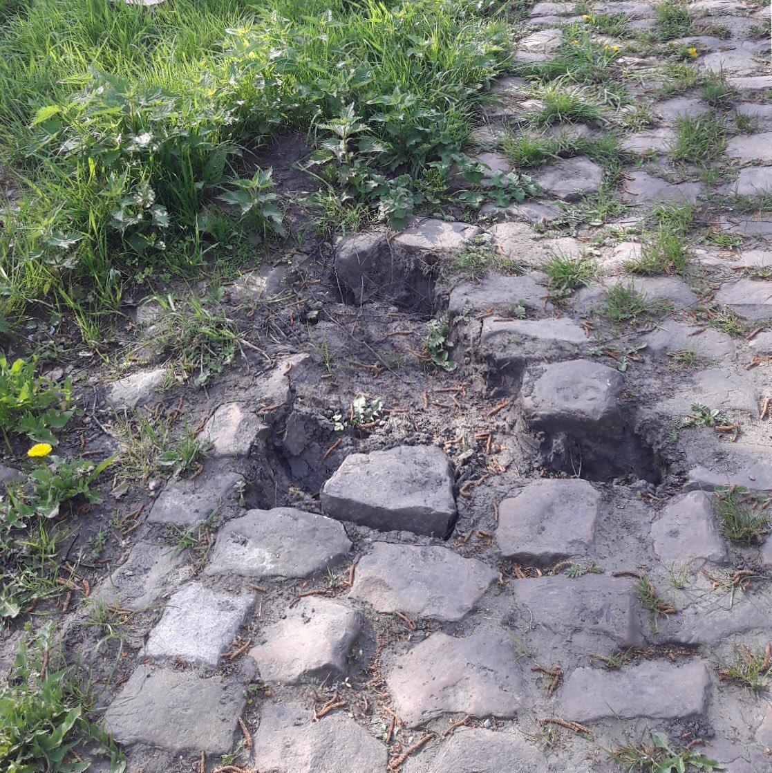 巴黎-鲁贝卵石路部分在被车迷偷窃破坏后得到修复