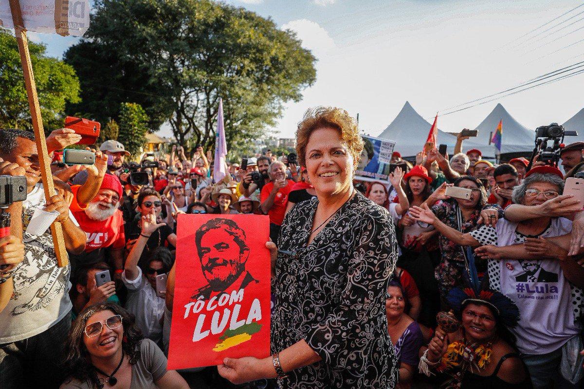 Presidenta eleita Dilma Rousseff participa de ato político no Acampamento #LulaLivre, em Curitiba. FOTO: Ricardo Stuckert