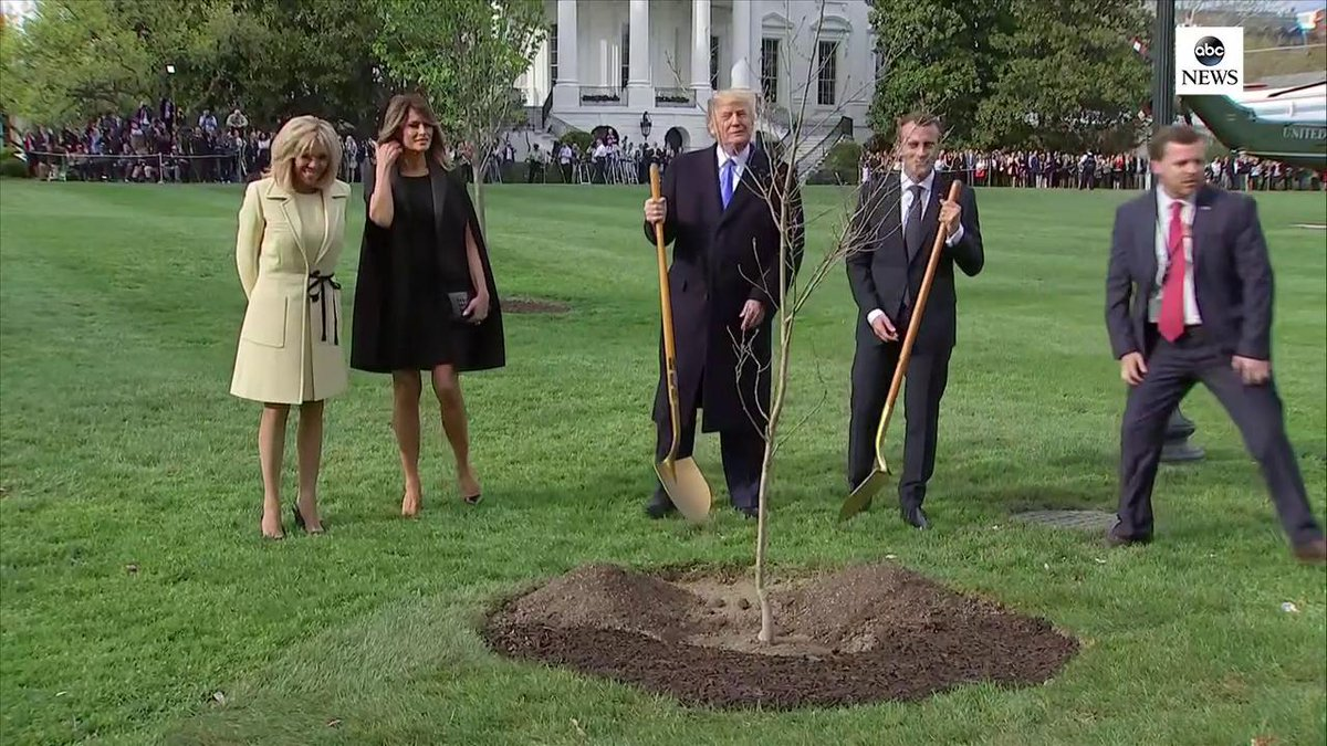 The least ageist first couples.  #EmmanuelMacron #DonaldJTrump #BrigitteMacron #MelaniaTrump And gentleman gardeners.  #StateVisit #france #french #politics