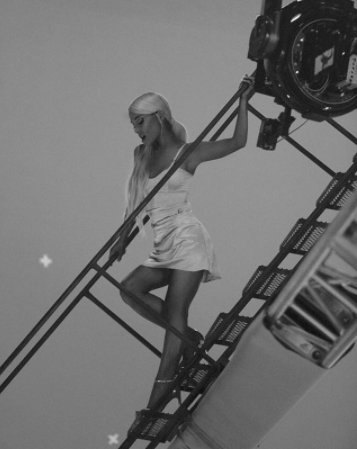 OMG these BTS shots from Ariana Grande's...