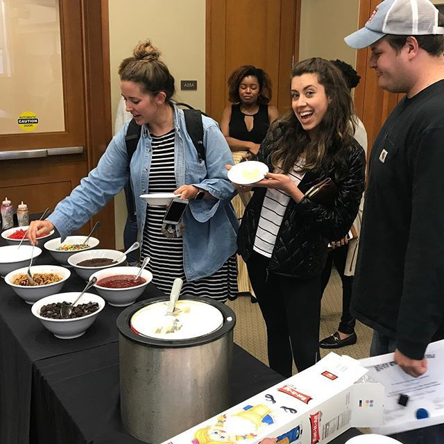Our Masters in Management students kick off a week of celebration with an ice cream social. Make your own sundaes are a big hit on a Monday. 📸 @zarrington_  #bizdeacs #iscreamyouscreamweallscreamforicecream #wakebizma https://t.co/arc6n4QeYe