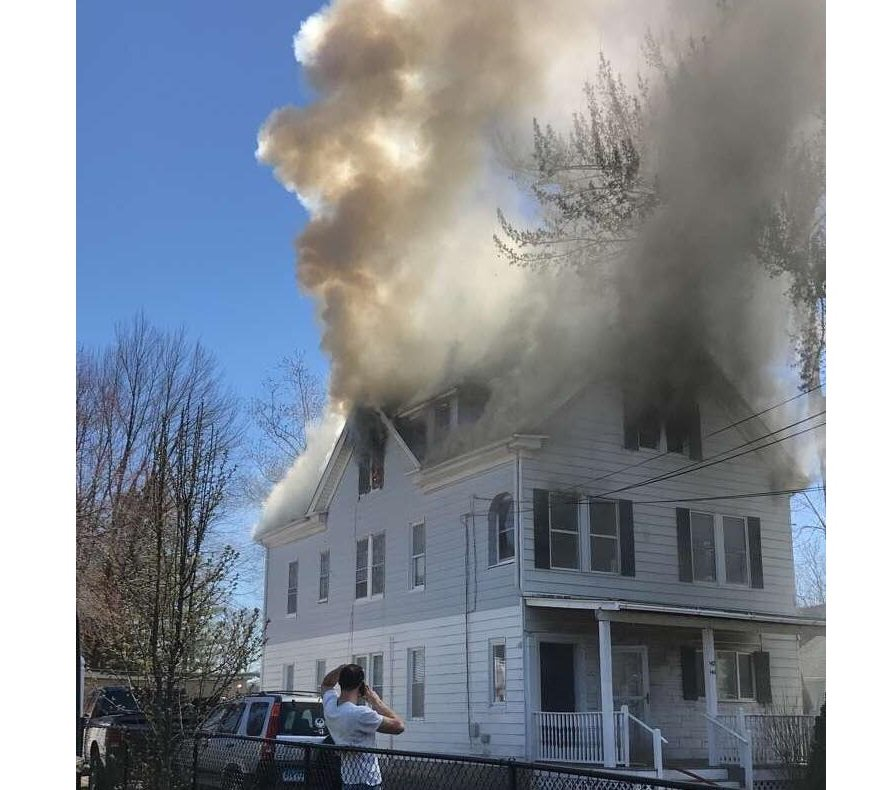 West Hartford Firefighters Investigating Newington Road Apartment Fire  http://www. courant.com/breaking-news/ hc-br-west-hartford-newington-road-fire-20180423-story.html &nbsp; …  #WestHartford #WeHa <br>http://pic.twitter.com/hfBlQH6LUS
