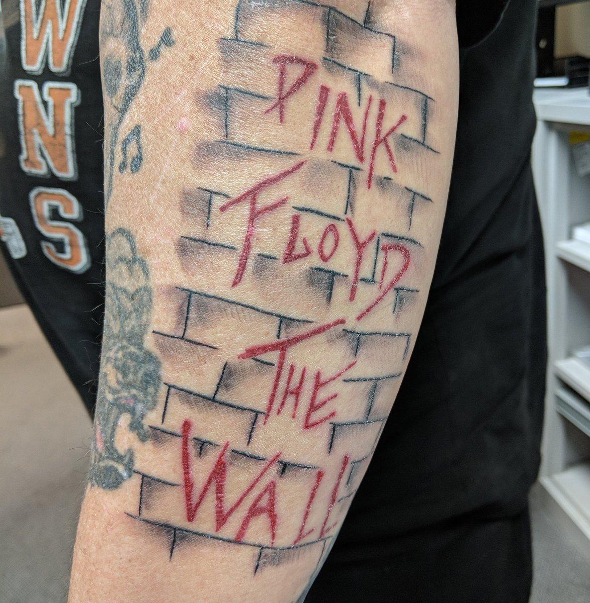 94 5 Xkr On Twitter Grizzly S Pinkfloyd Tattoo Pretty Kick Ass