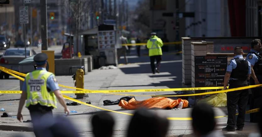 Furgone contro la folla a #Toronto in Canada: cinque morti. Preso il guidatore https://t.co/qRnH8stMkz