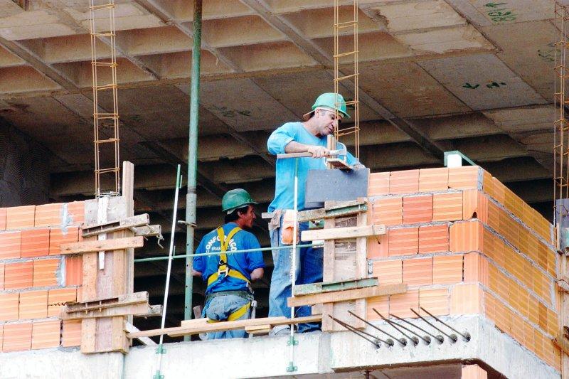 Acidentes com quedas levaram 161 trabalhadores à morte em 2017. https://t.co/17uHkILHta 📷 Arquivo/Agência Brasil