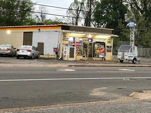 Store where clerk shot teen back open #wmc5 >>  https://t.co/gdvPIBJdPc