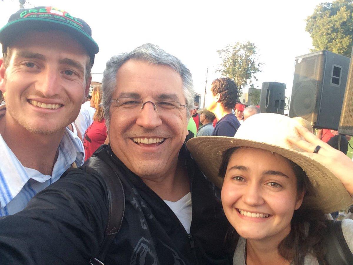 Aqui em Curitiba, no Acampamento #LulaLivre. Companheiras Regina, Rossana, Dalvana e o companheiro Daniel. Todas e todos pela democracia.