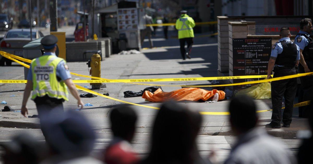 Neuf personnes sont décédées et 16 autres ont été blessées après qu'une camionnette a roulé sur un trottoir, dans le nord de Toronto https://t.co/F2PnPbKpPa