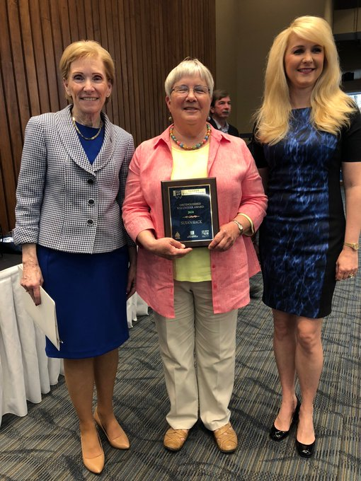 RT @ChancellorKoch: The 2018 Distinguished Volunteer Award winner, Susan Hack, was honored today at the annual Good As Gold ceremony at UIS…