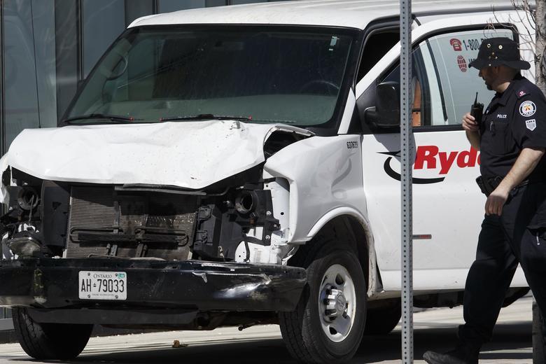 Van jumps curb, speeds down busy Toronto sidewalk killing at least nine people: https://t.co/zXz8M8rSEj