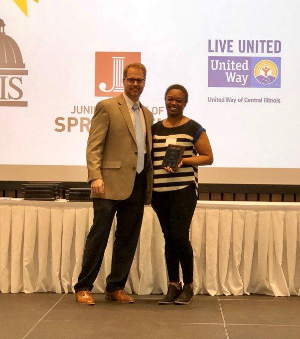 Congratulations to @UISedu Star Staff Good as Gold Award winner Tiffani Saunders, and to UIS Star Student Award winner Hannah Warden! https://t.co/ykuznqL8iL