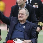 Image for the Tweet beginning: L'ancien @POTUS @GeorgeHWBush est hospitalisé