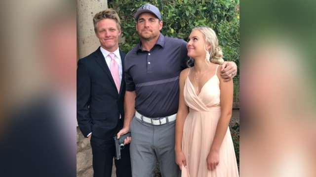 Former NFL player says posing with gun in daughter's prom photo was a 'joke' https://t.co/NrQ7d8GLPN