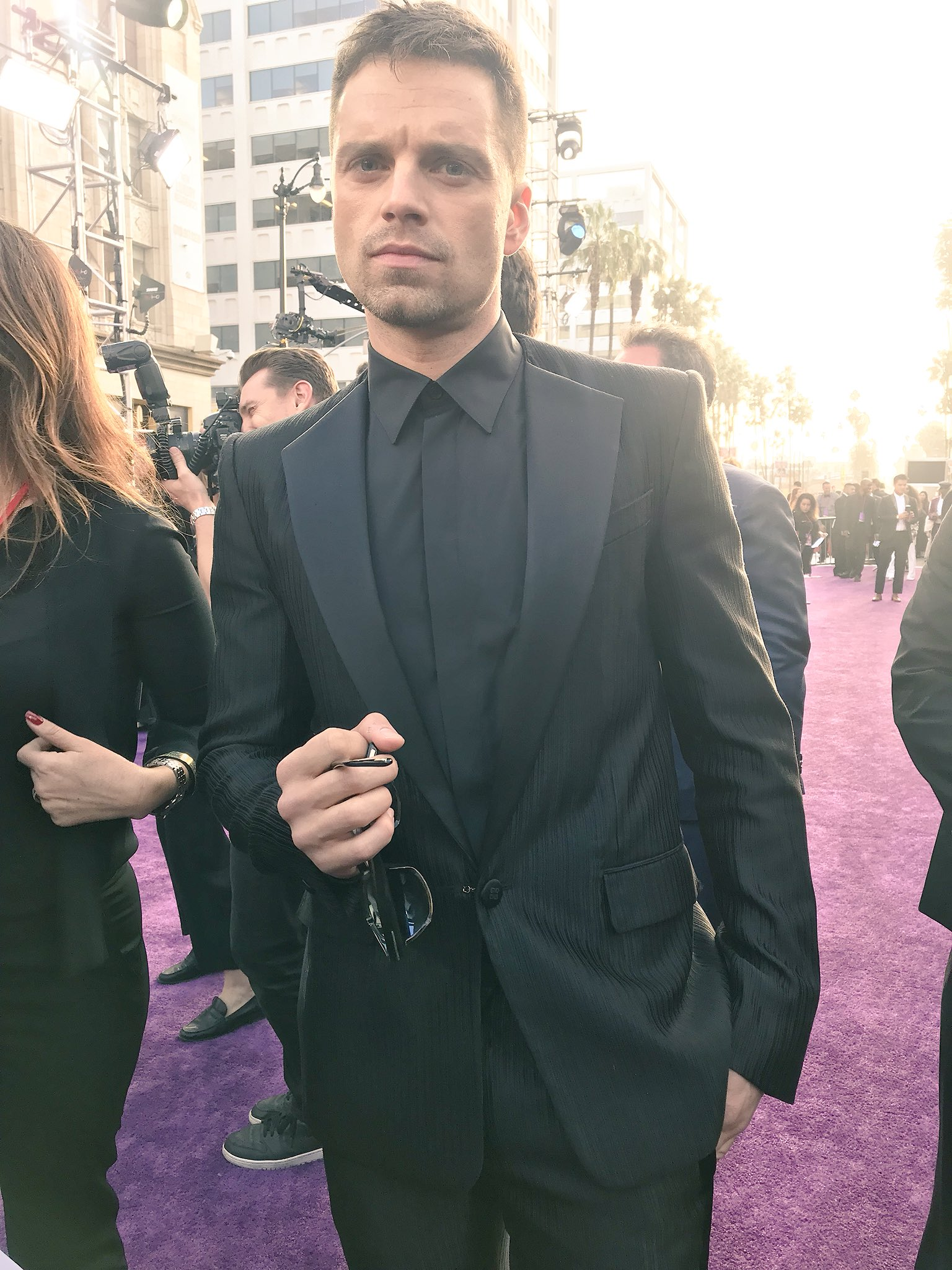 Sebastian Stan hits the carpet! #InfinityWar https://t.co/r3pA1MuH5W