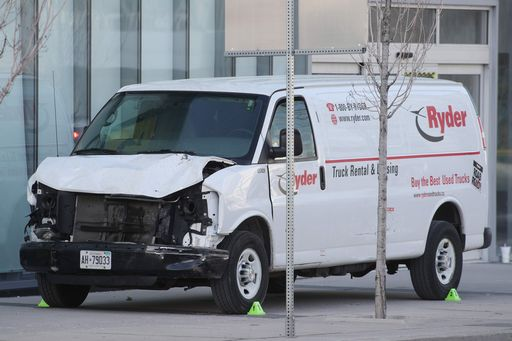 Furgone investe pedoni a #Toronto facendo 10 morti. Arrestato l'autista https://t.co/YMJyDVl4W9