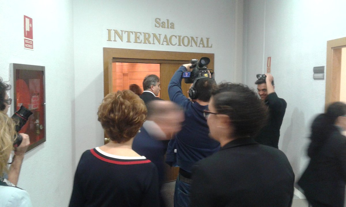 Hermosa Reanudar Muestra De Enfermera De Cuidado Crítico Viñeta ...