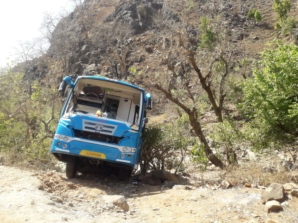 Two buses attacked, one of them looted on main Ahmedabad – Ambaji highway late in wee hours