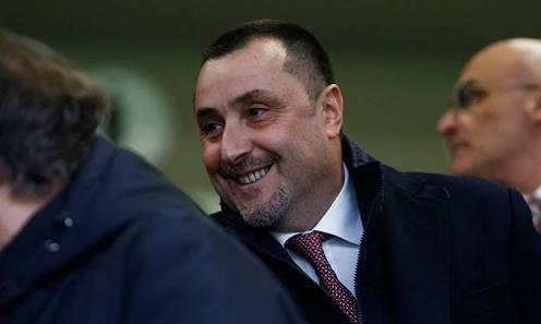 Os chineses estão insatisfeitos com o Milan nessa temporada e já cogitam mudanças na diretoria. O grupo Elliott está a procura de um outro diretor esportivo para trabalhar com o Mirabelli ou até mesmo alguém pra substituí-lo no cargo. [Gazzetta]