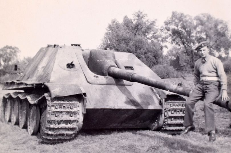 Birth of the 'Desert Rats' revealed by captivating rare photos of storied WW2 armoured division https://t.co/F3UTmgXOAZ