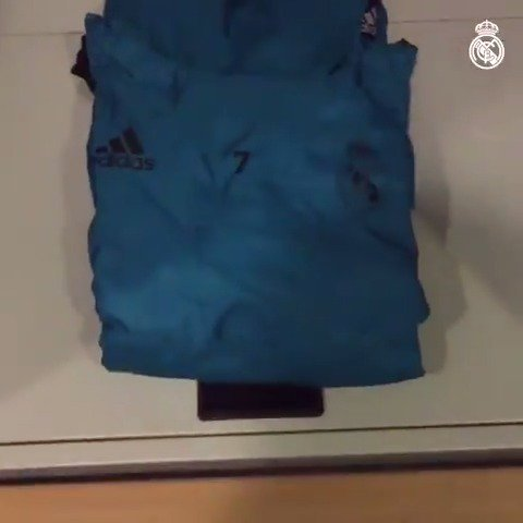 ���� ¡Echa un vistazo a nuestro vestuario antes del entrenamiento de hoy! #HalaMadrid #APorLa13 https://t.co/CQBQ4Acnp1