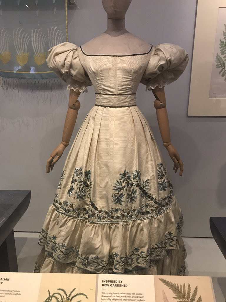 ON THE BLOG: Blooming Marvellous!  A Review of the V&amp;A&#39;s Fashioned From Nature exhibition - exploring themes such as the display of emotive objects, sustainable fashion, science and clothing, and interactive curation. @V_and_A.  https://www. whatgrandmawore.com/single-post/20 18/04/24/Blooming-Marvellous-A-Review-of-the-VAs-Fashioned-From-Nature-Exhibition &nbsp; … <br>http://pic.twitter.com/HGiZ9KK3Cv