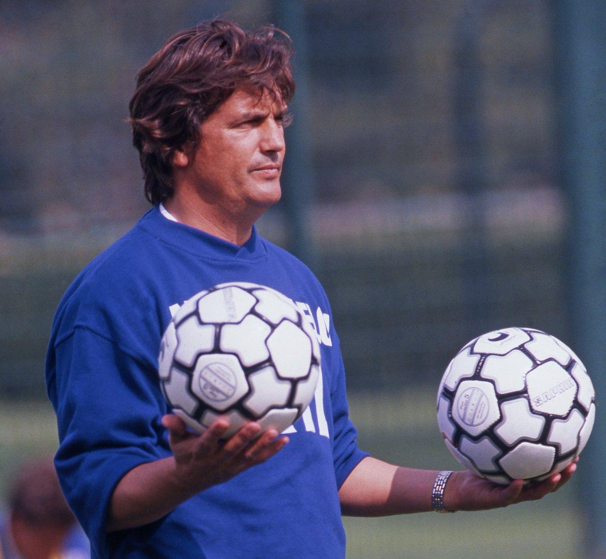 Ex-treinador do Paris Saint-Germain, um grande cavalheiro e personagem do futebol francês nos deixou. Todas as nossas condolências aos familiares e amigos de Henri Michel.