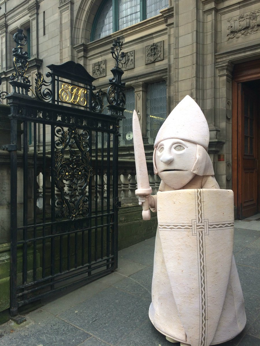 Just had a visit from Lewis the Chessman. He&#39;s helping out with #MuseumWeek but couldn&#39;t resist coming to the #library! <br>http://pic.twitter.com/CAwdfVFxSm