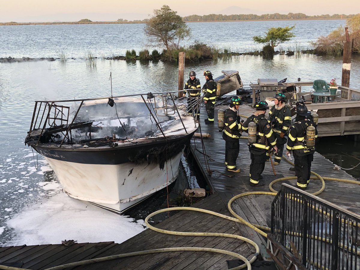 """Brian Hickey on Twitter: """"A boat is destroyed by fire at ..."""
