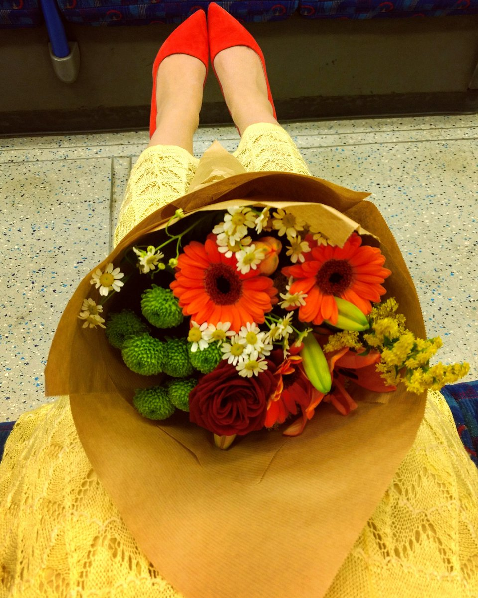 Shian Denovan On Twitter When You Buy Your Friend Flowers For Her
