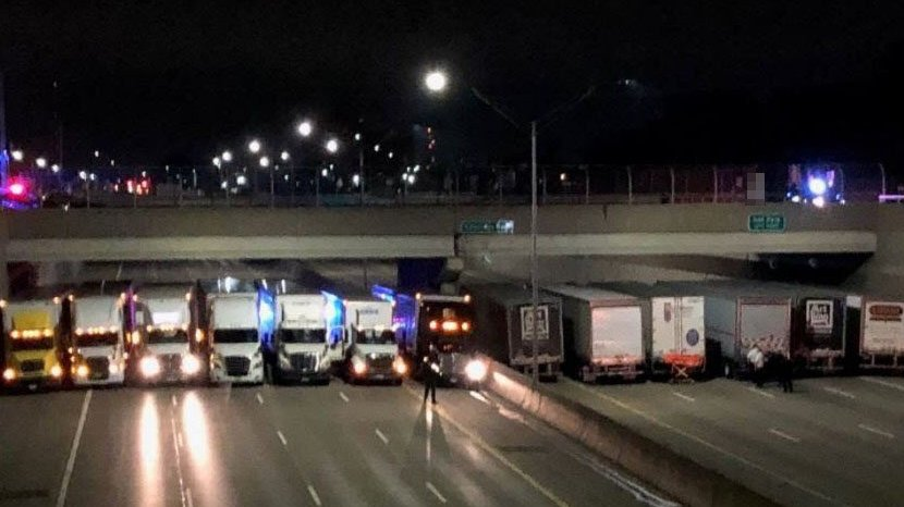 13 semis form line across freeway to help man considering suicide https://t.co/n30RMVL93c