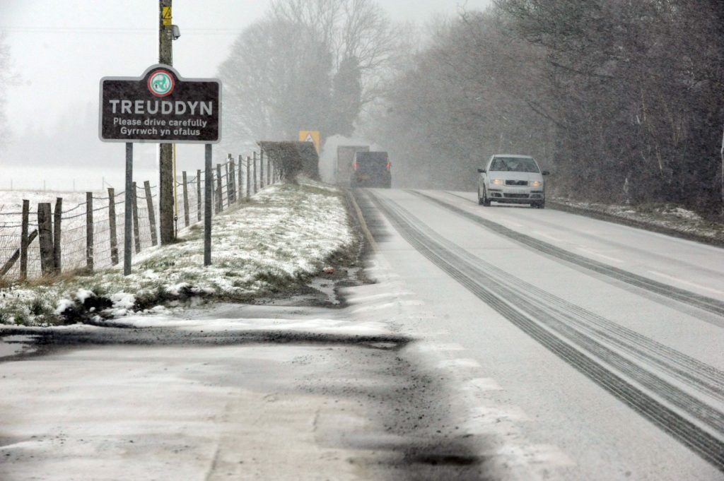 Temperatures falling away and snow risk increasing!   http:// jmwforecast.co.uk/cooling-down-w ith-increasing-snow-risk/ &nbsp; …   #breaking #england #rain #record #sleet #snow #sunday #temperature #uk #wales<br>http://pic.twitter.com/rCbVoX2LL1