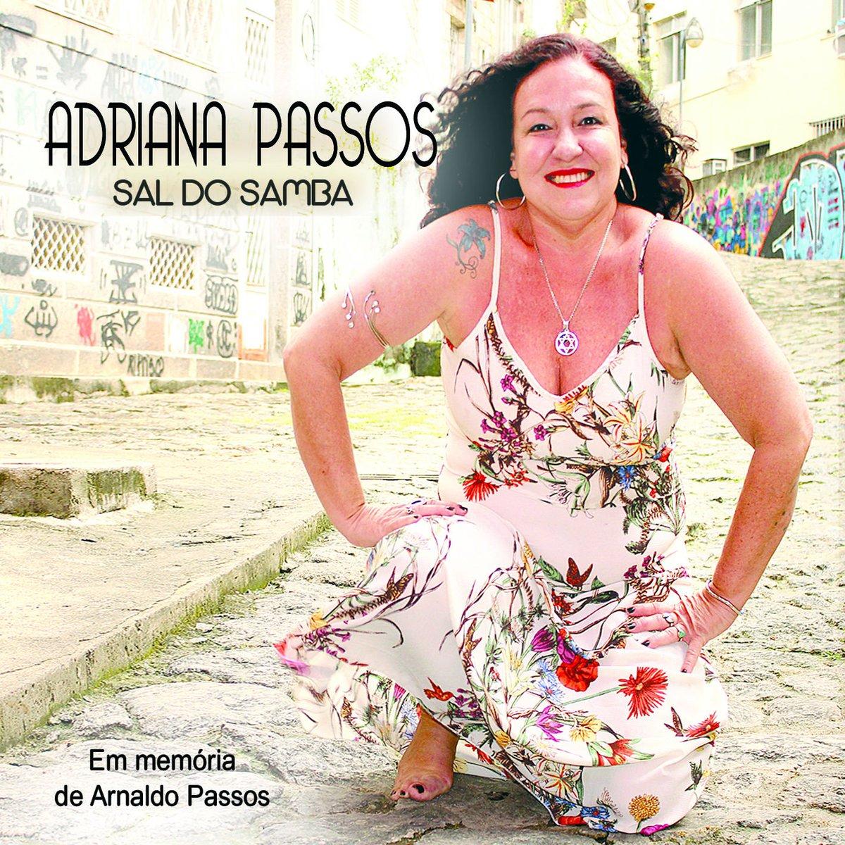 Já já, às 18h, Adriana Passos apresenta o CD 'Sal do Samba' no #AoVivoEntreAmigos. Ouça na Rádio MEC AM https://t.co/7S3EPxCSpQ 📷 Divulgação