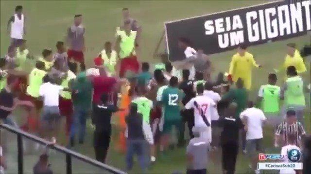 Brasile, prende in giro gli avversari prima del gol: scoppia la rissa - https://t.co/ANzAZrQxTx #blogsicilianotizie #todaysport