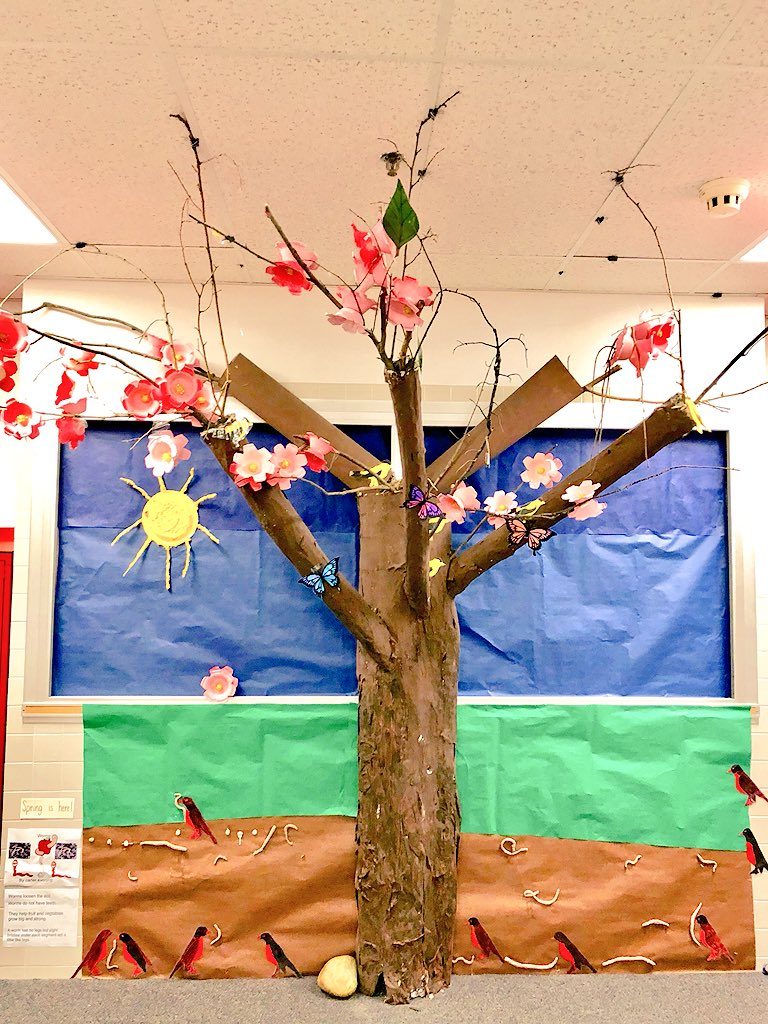 Henry's hallway is shining bright now that Henry's Volunteer Linda Carter included a warm ☀️ Sun ☀️made by Ss! <a target='_blank' href='http://search.twitter.com/search?q=PHESBulldogs'><a target='_blank' href='https://twitter.com/hashtag/PHESBulldogs?src=hash'>#PHESBulldogs</a></a> <a target='_blank' href='http://search.twitter.com/search?q=APSVolunteerStrong'><a target='_blank' href='https://twitter.com/hashtag/APSVolunteerStrong?src=hash'>#APSVolunteerStrong</a></a> <a target='_blank' href='http://twitter.com/APSPatrickHenry'>@APSPatrickHenry</a> <a target='_blank' href='http://twitter.com/VPLiaison'>@VPLiaison</a> <a target='_blank' href='http://twitter.com/APSVirginia'>@APSVirginia</a> <a target='_blank' href='http://twitter.com/APSHenryPTA'>@APSHenryPTA</a> <a target='_blank' href='http://twitter.com/APSHenryAP'>@APSHenryAP</a> <a target='_blank' href='https://t.co/L96kMcGUBQ'>https://t.co/L96kMcGUBQ</a>