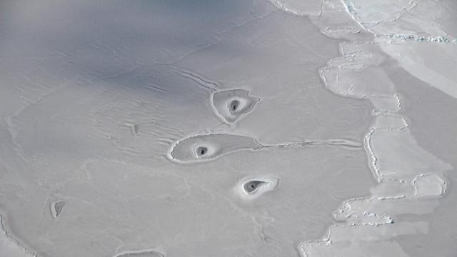 Trois trous dans l'Arctique intriguent la Nasa https://t.co/coNZtwt8Ki