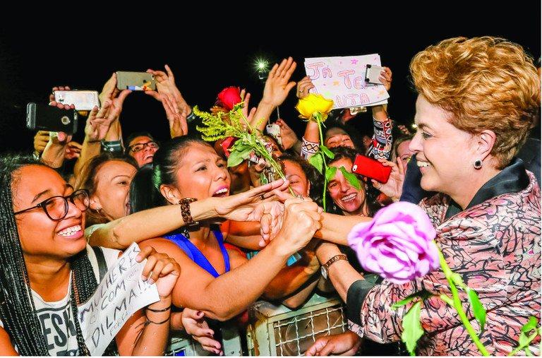 'O Processo' como o avesso de 'O Mecanismo'. Documentário, que estreia em maio, rememora o impeachment kafkiano de Dilma Rousseff e reflete a prisão de Lula, na contramão das leituras oficiais: https://t.co/jshjrcHCvs