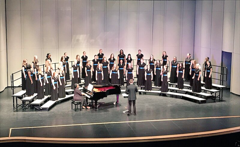 And an extra congratulations is well-deserved by Women's Varsity — they sang SO beautifully, and earned a PERFECT SCORE!!!  #WomenRule <br>http://pic.twitter.com/fiECH8EVRK