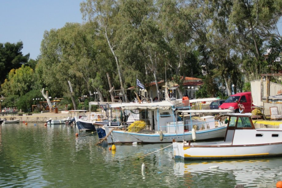 Check out this quaint seaside town near #Athens #canongreece #liveforthestory  http:// bit.ly/2qRdSAT  &nbsp;  <br>http://pic.twitter.com/nOe1SWZchA