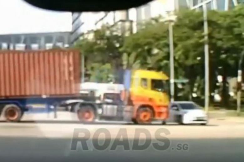1 injured after trailer truck rams car at Pioneer Road junction https://t.co/OqCur8vvDy