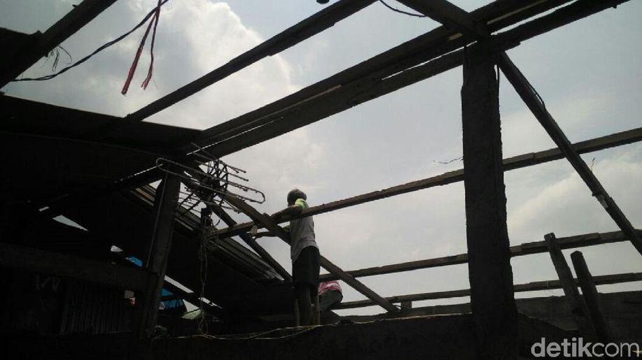 Korban Puting Beliung Terpaksa Berutang untuk Perbaiki Rumah https://t.co/VoehTsBlho https://t.co/l1uZQyfquu