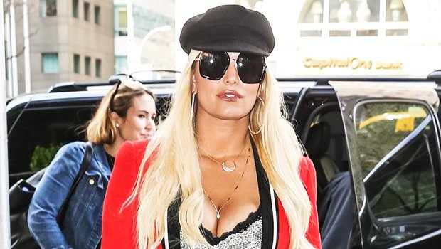 Are you loving this look on Jessica Simpson? https://t.co/6d9BeSCnMF