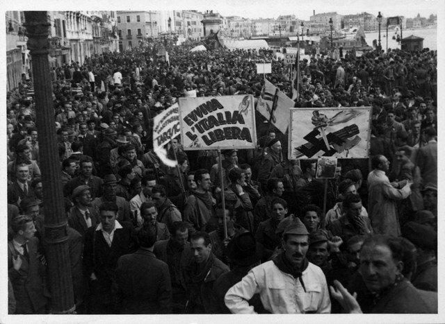 Buon #25aprile 'Evviva l'Italia libera' [Archivio Iveser]