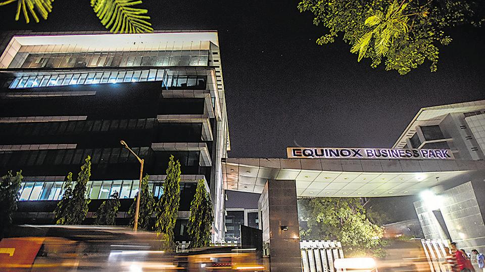 Big realty deal: Essar sells business park in #Mumbai's BKC for Rs2,400 crore, reports @Journo_007  https://t.co/kV1sOg2HgX